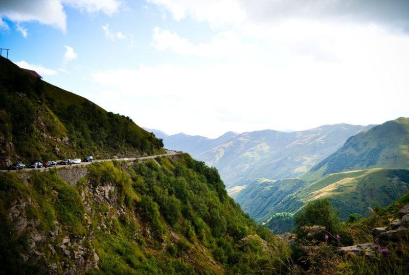 поездка по серпантинам грузия