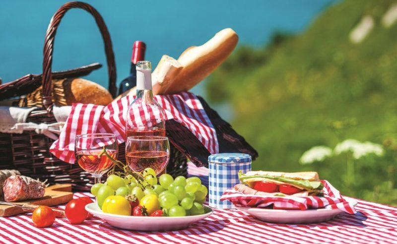 пикник у озера фото